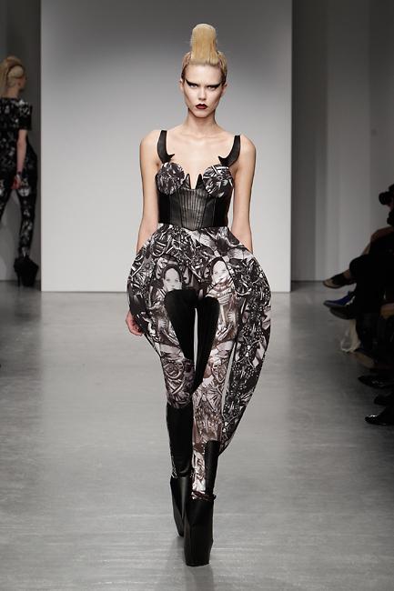 Futuristic Fashion Model Royalty Free Stock Photos: BELLE SAUVAGE, FUTURISTIC FASHION CELEBRATING THE ART OF