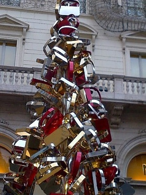 The Christmas tree by Fendi decorated with the Baguette bag in Rome at Largo Goldoni