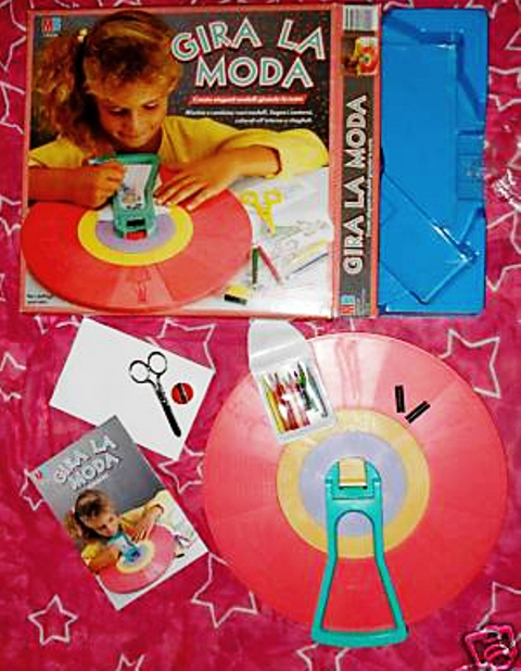 "The game from Eighties ""Gira la moda"""