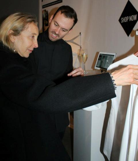 Carla Sozzani looking at the creations by Palmer/Harding, photo by Giorgio Miserendino