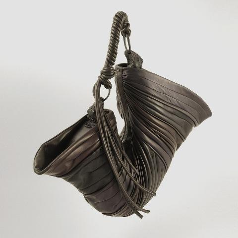 Arnoldo Battois Fall/Winter 2013-2014, elefante plissé bag