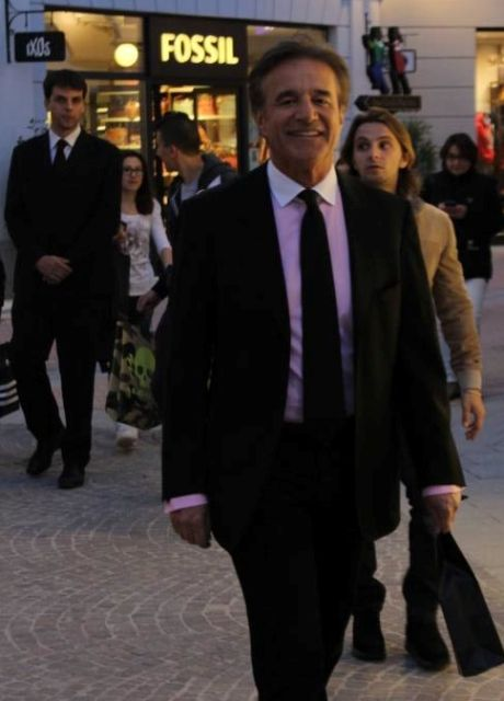 Walking in the Castelromano McArthurGlen Designer Outlet and seeing Christian De Sica, photo by Giorgio Miserendino
