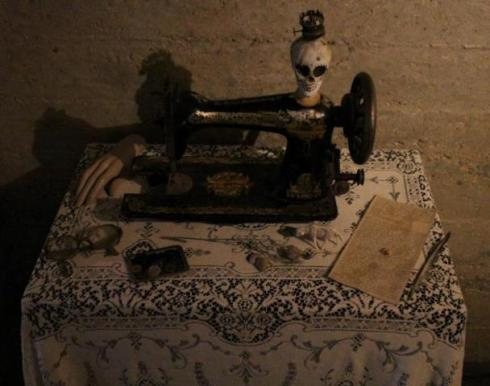 A little skull featuring in the setting of exhibition, photo by Giorgio Miserendino