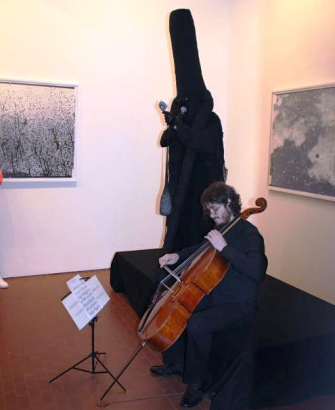 Emilano Maggi performing, photo by Giorgio Miserendino