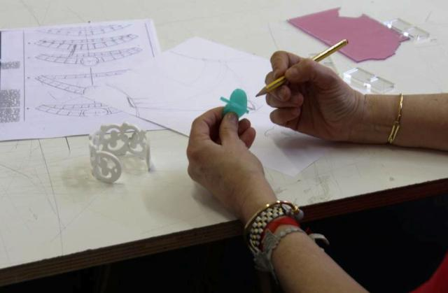 The professor of training course on jewelry who explains the creative process which gives rise to the jewelry, photo by Giorgio Miserendino