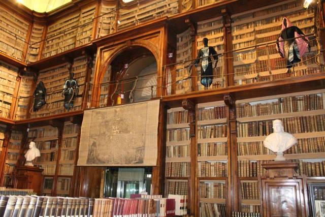 A.I, at the Rome Biblioteca Angelica, clothes by Paola Balzano, photo by Giorgio Miserendino