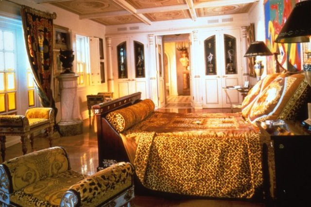1000 images about versace mansion on pinterest mansions for Versace mansion miami tour