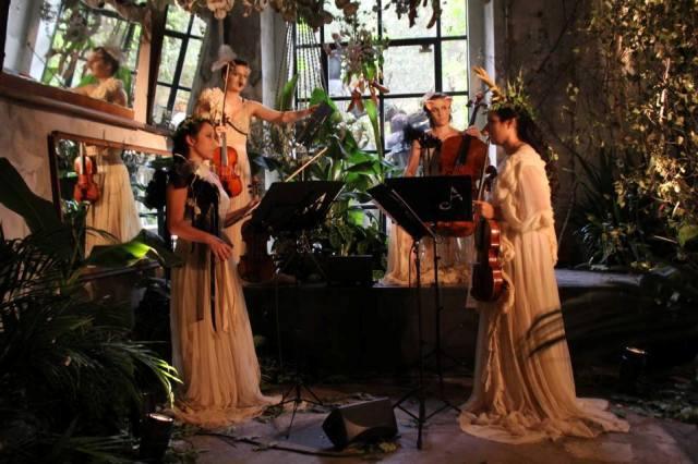 The music ensemble featuring in the fashion show of Antonio Marras, photo by  Giorgio Miserendino