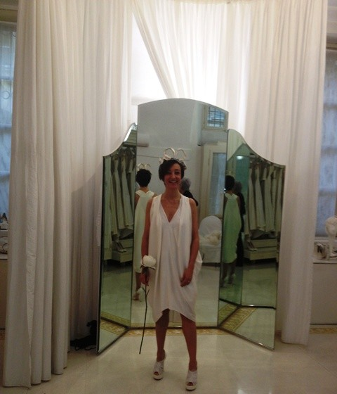 Miss Bonomi choosing the bridal gown and accessories at Penelopesposa, photo by N