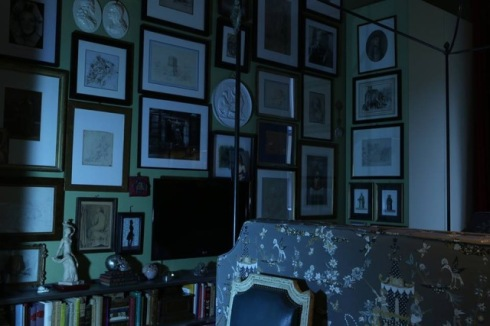 photo by Mustafa Sabbagh, collection of sketches, sculptures, photographs, little painting, some of them belonging to his family from different ages there are in the bedroom, thought as a collectable cabinet.