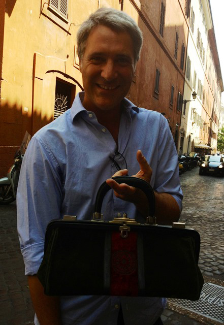 Enrico Quinto and the Bagonghi bag by Roberta di Camerino, photo by N
