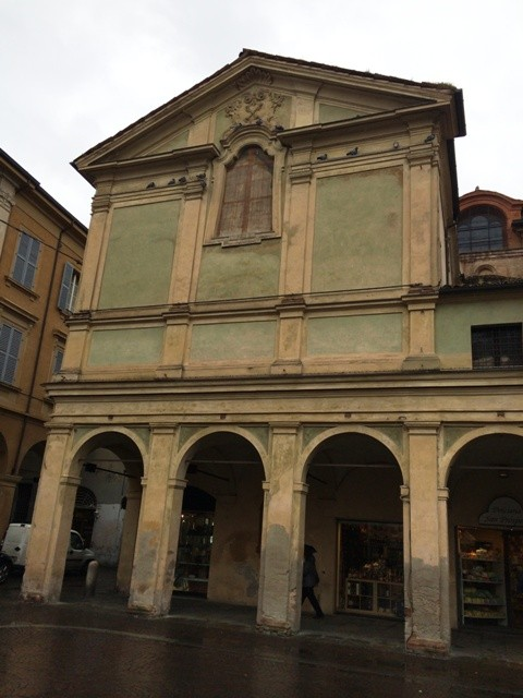 Reggio Emilia ( I like the colors of this old building), photo by N