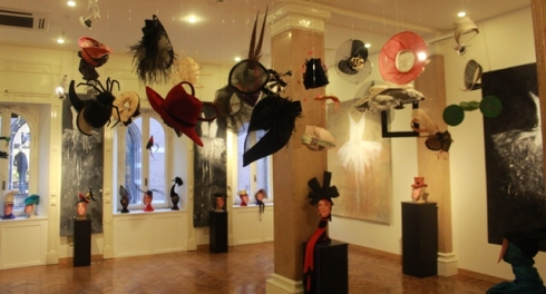 Hats of Marina Ripa di Meana and artworks by Ewa Bathelier, photo by Giorgio Miserendino