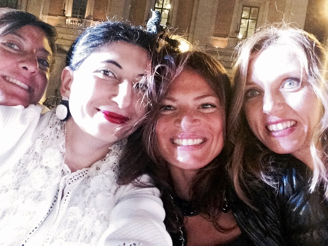 A selfie(sh) moment inspired by the song performed by Bussoletti ft. Michela Bonafoni, me, myself & I, Valeria Ciarriello & Valentina Vezzali, photo by N