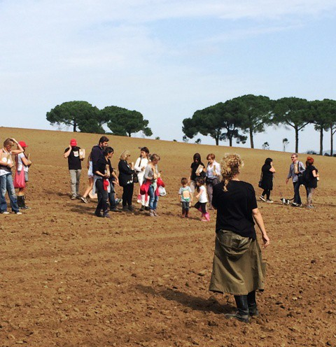 Ilaria Venturini Fendi and the people sowing, photo by N