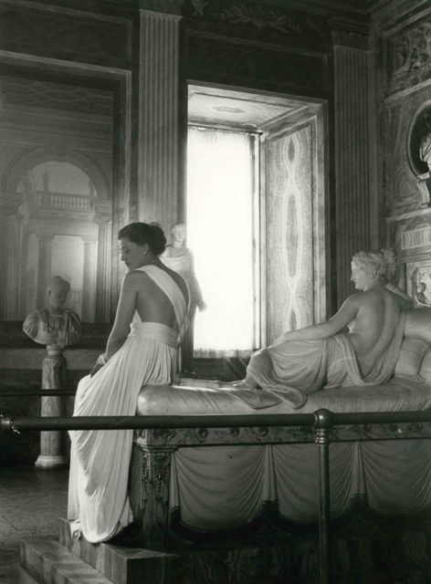 Model of Sorelle Botti, photo Pasquale De Antonis, 1947