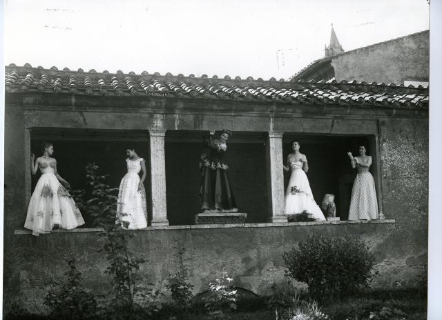 Creations by De Gasperi Zezza, Fernanda Gattinoni and Sorelle Fontana - Fontana Sisters -, photo Pasquale De Antonis, 1948,  published in the magazine I Tessili Nuovi. Estate, n. 37, July – August - September 1948