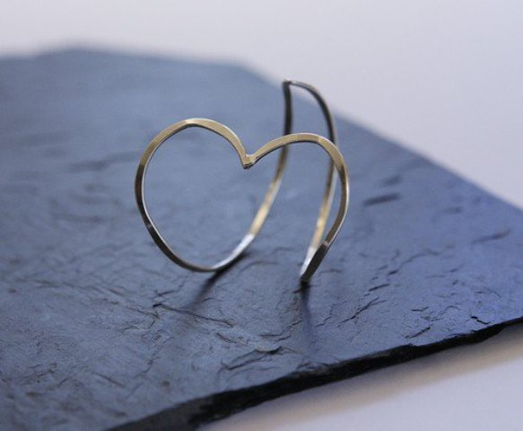 The heart-shaped jewelry by See me