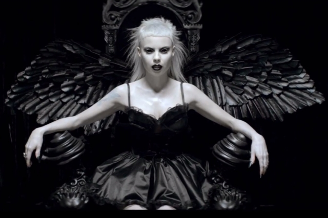 """Yo-Landi Vi$$er, still image from the music video of """"Ugly boy"""" by Die Antwoord, directed by Ninja"""