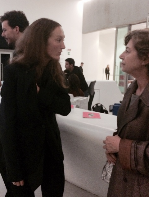 Vanessa Beecroft talking with the professor Monica Bolzoni, photo by N