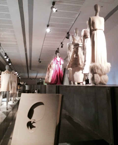"""Bellissima"", fashion and the art by Lucio Fontana( ""Concetto Spaziale - Attese (bianco e due tagli)"" 1968, private collection, Rome), photo by N"