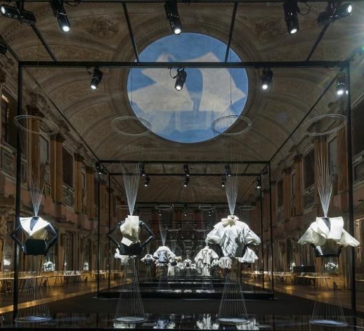 Gianfranco Ferré at the Milan Palazzo Reale, set design by Leonardo Salvini