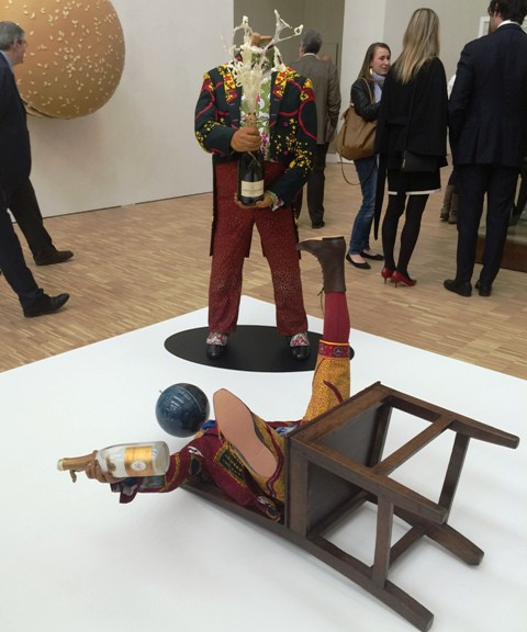 Inka Shonibare Mbe, Champagne kid(Fallen), B(w)anker (2), 2013, courtesy of the artist and Stephen Friedman Gallery London, photo by N