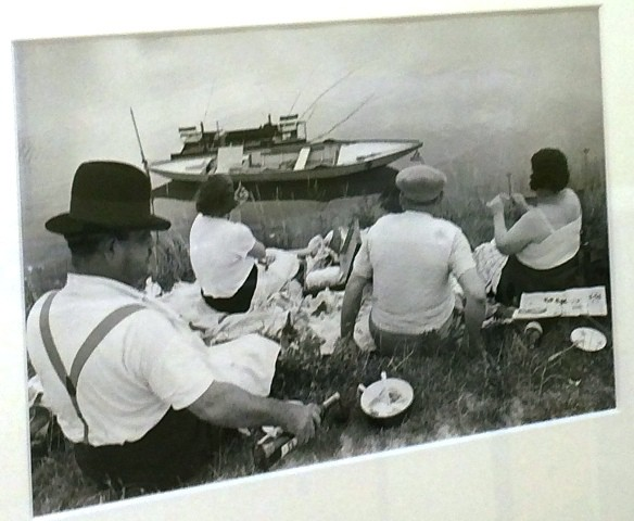 Henri Cartier Bresson, Sunday on the sanks of the Seine river, 1938, Collection Henri Cartier- Bresson Foundation, photo by N