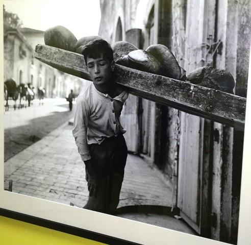 Nino Migliori, Bread delivery boy, 1956, Bologna, Nino Migliori archive, photo by N