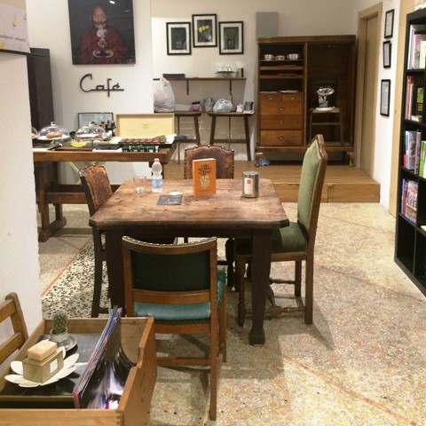 The coffee-bar at the Tarantola bookstore, photo by N