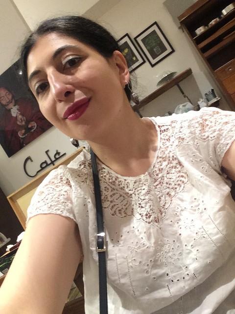 Me, myself & I at the ccffee-bar of Tarantola bookstore, photo by N
