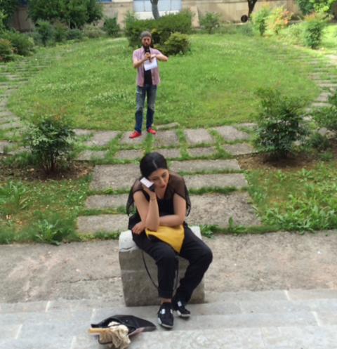 Fashion at Iuav: in the garden with my devoted Iuav companion Simone Sbarbati, the creator of blog Frizzi Frizzi, photo by Elda Danese
