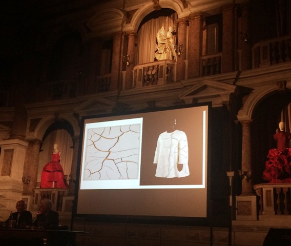 The homage to Alberto Burri by Roberto Capucci along with the creations he made, Michele Venturini and him during the talk, photo by N