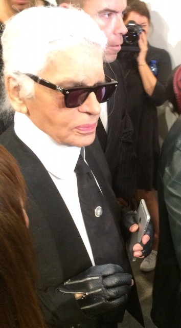 Karl Lagerfeld at the backstage of Fendi fashion show, photo by Vincent Law